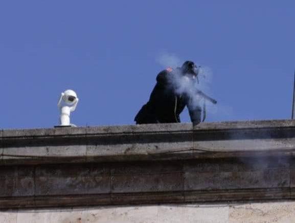 Parlamenti Evropian dënon përdorimin e gazit lotsjellës ndaj protestuesve