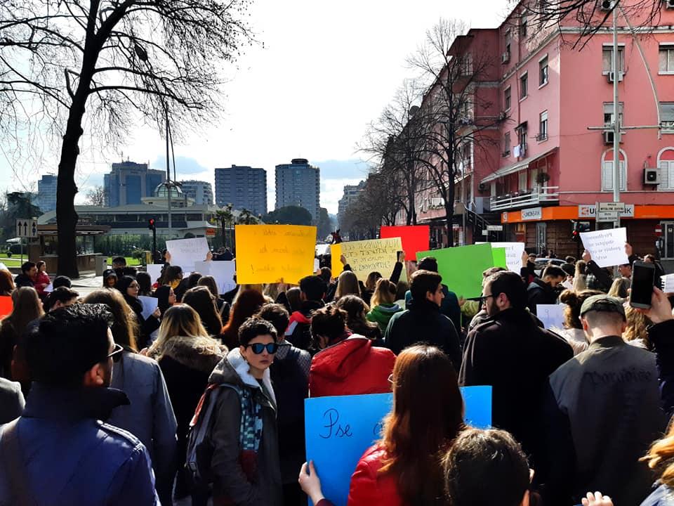 Shoqëria shqiptare e humbi shansin për të reflektuar për dhunën seksuale