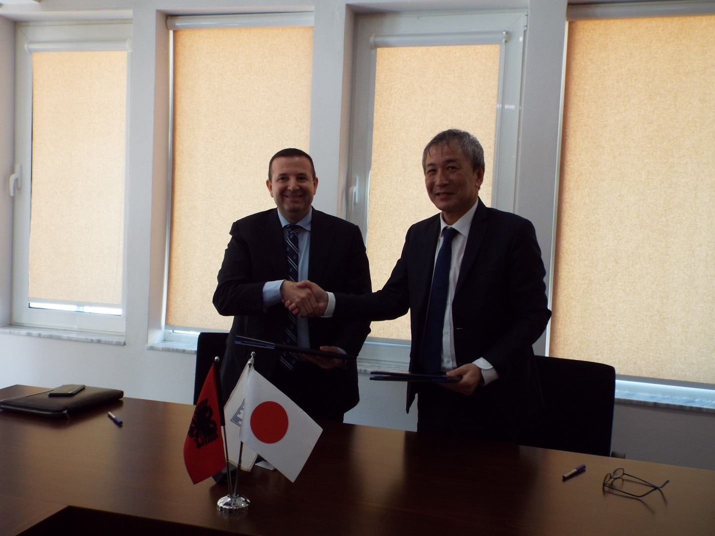 Ambasada e Japonisë dhuron 155 mijë euro për mbrojtjen e mjedisit në Berat dhe Korçë
