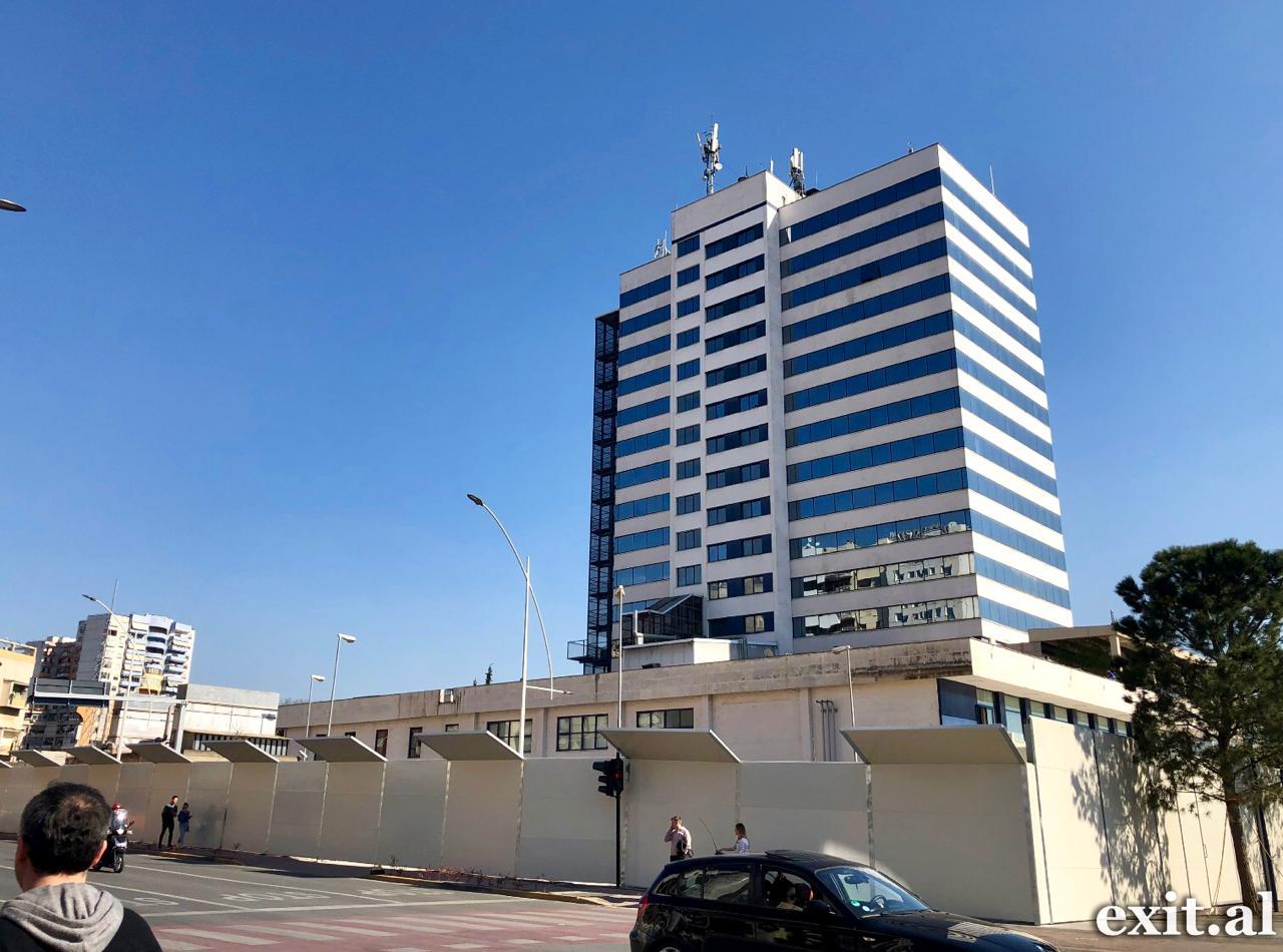 Veliaj e shënon rikandidimin me fillimin e 2 kullave në qendër të Tiranës