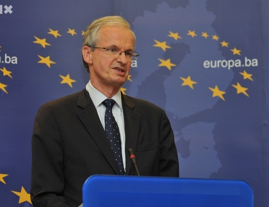 Përfaqësuesi i KE-së Danielsson: Qeveria e opozita të disktutojnë, lënia e mandateve minon integrimin
