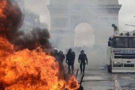 Francë — Qytetarët përplasen me policinë