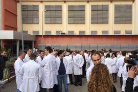 Mjekët në protestë kundër dhunës ndaj tyre