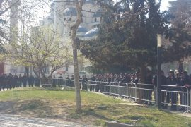 Protesta e qytetarëve, Tirana rrethohet nga policia