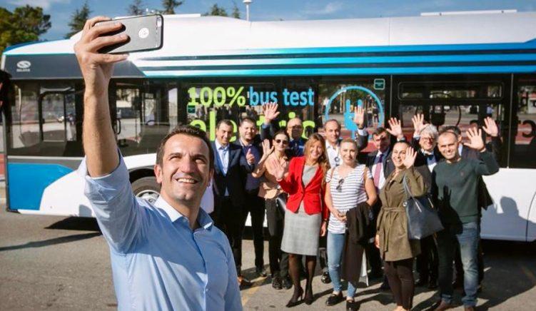 Bashkia premton autobusë elektrikë gjysmë-milionë eurosh, por harron pse rriti çmimin e biletave