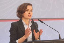 Hapi i parë drejt kontrollit politik të UT-së: Ministrja Shahini pezullon Rektorin Koni