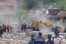 Bulevardi i ri, policia hedh gaz lotsjellës për të nxjerrë banorët nga shtëpitë