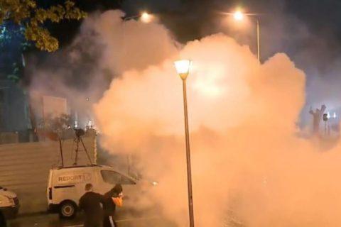 Gazetarë dhe fotografë të plagosur nga policia gjatë protestës