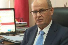Presidenti Meta nuk shkarkon Rektorin Mynyr Koni