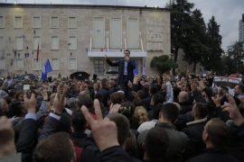 Mijëra qytetarë protestojnë kundër qeverisë