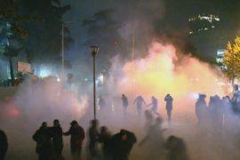 Avokati i Popullit kritikon policinë për përdorimin e gazit lotsjellës dhe dhunën ndaj gazetarëve