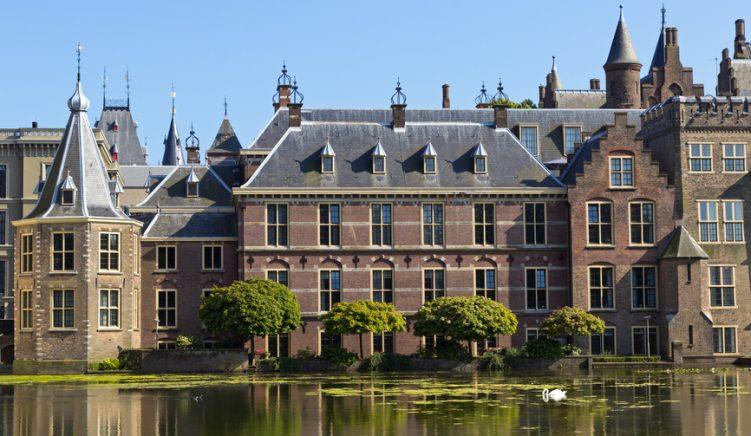 Parlamenti holandez miraton mocion për kthimin e vizave me Shqipërinë