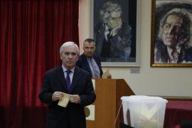 Skënder Gjinushi, zyrtarisht Kryetar i Akademisë së Shkencave