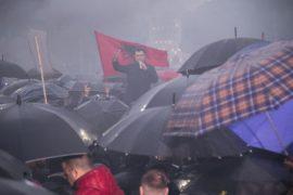 Opozita proteston duke marshuar në Tiranë