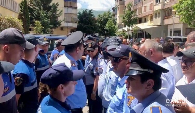 Lirimi i KZAZ-ve, përplasje me policinë në 18 bashki të vendit, arrestohen 30 persona