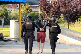 Policia arreston dy persona për kultivim të kanabisit në Vlorë