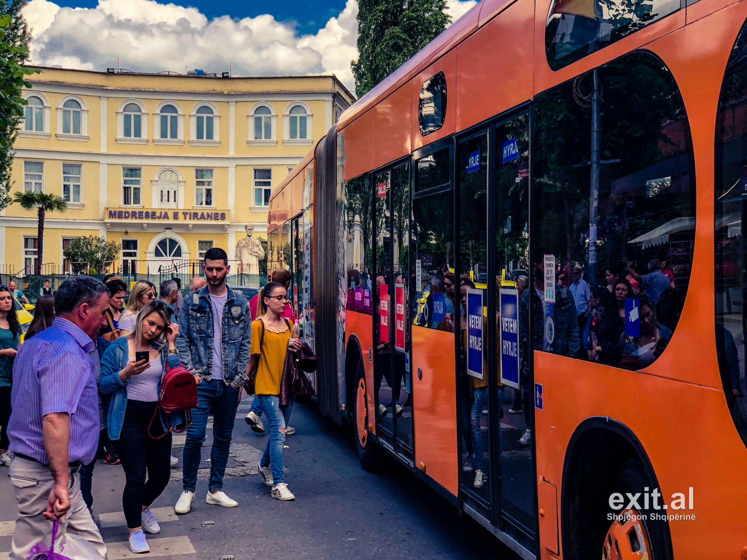 Ndërpritet transporti urban në Tiranë dhe Durrës