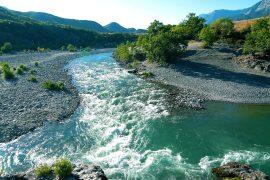 Mjedisorët propozojnë kthimin e rrjedhës së lumit Vjosa në park kombëtar
