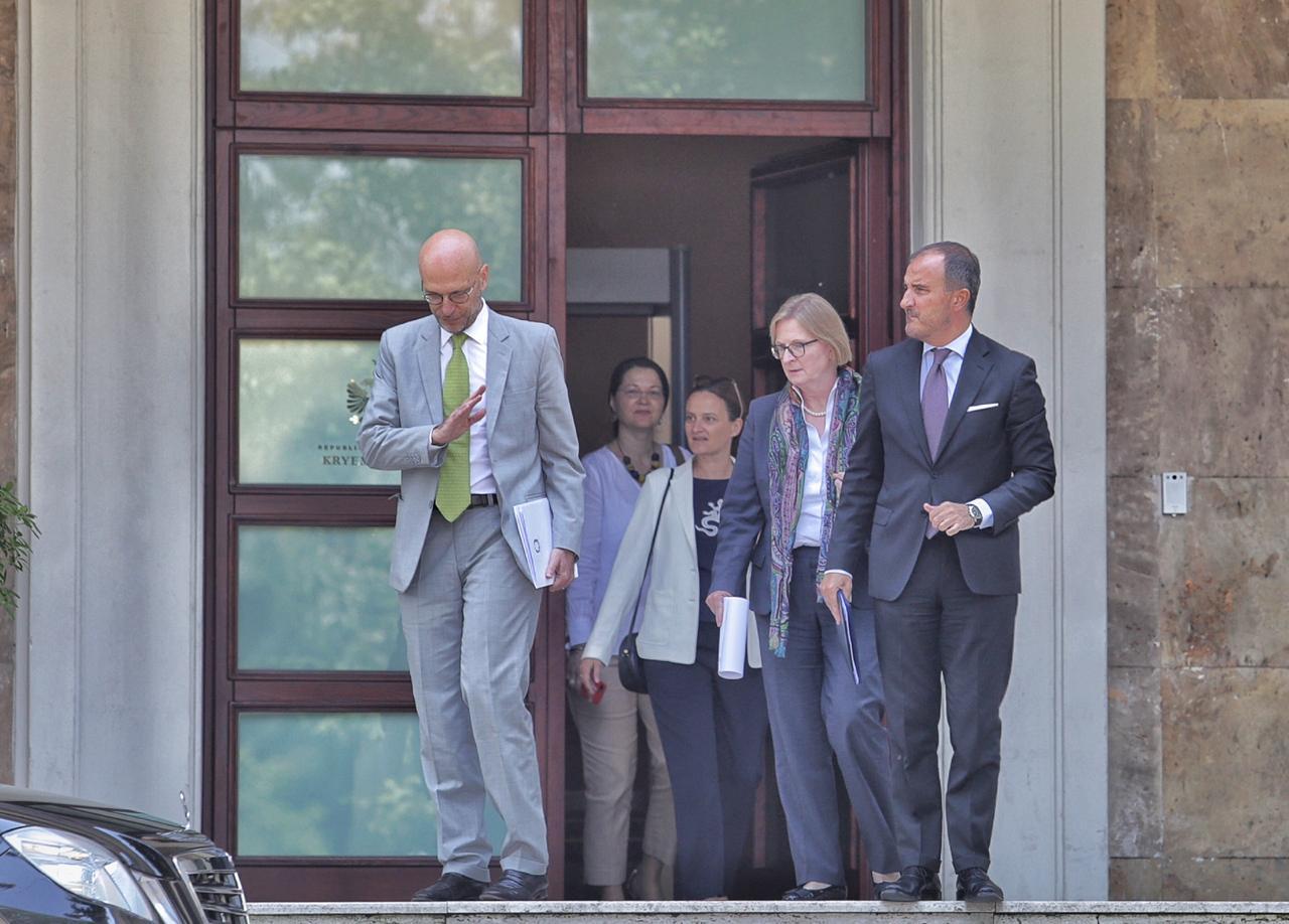 PS u shkruan ambasadorëve për të mbrojtur KQZ-në kundër dekretit të Presidentit
