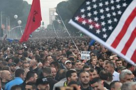 Policia arreston 30 protestues, shoqëron në komisariat 61 të tjerë