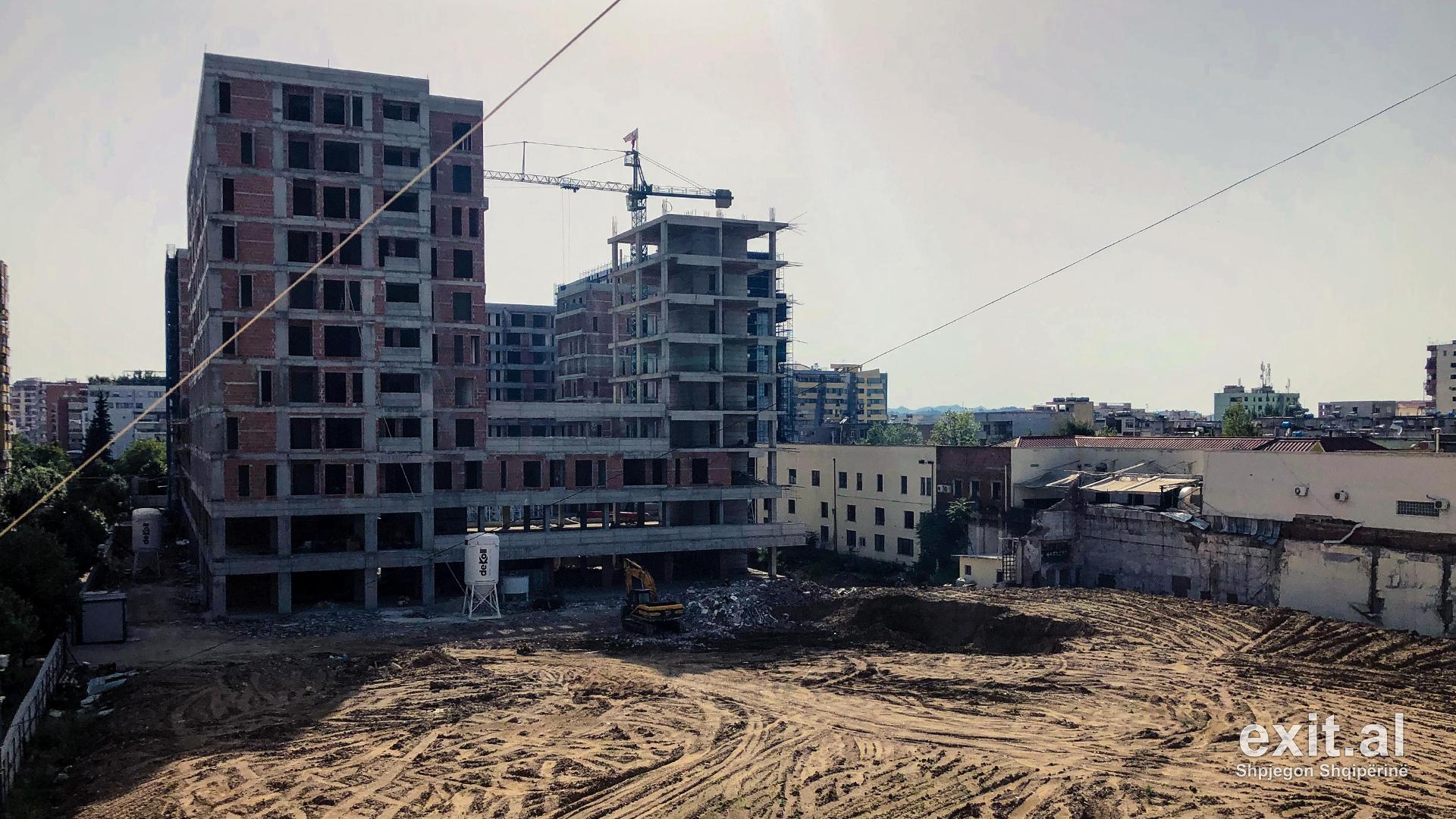 Rama dhe Veliaj dhanë prona publike për interesa të kompanisë Arlis-Ndërtim