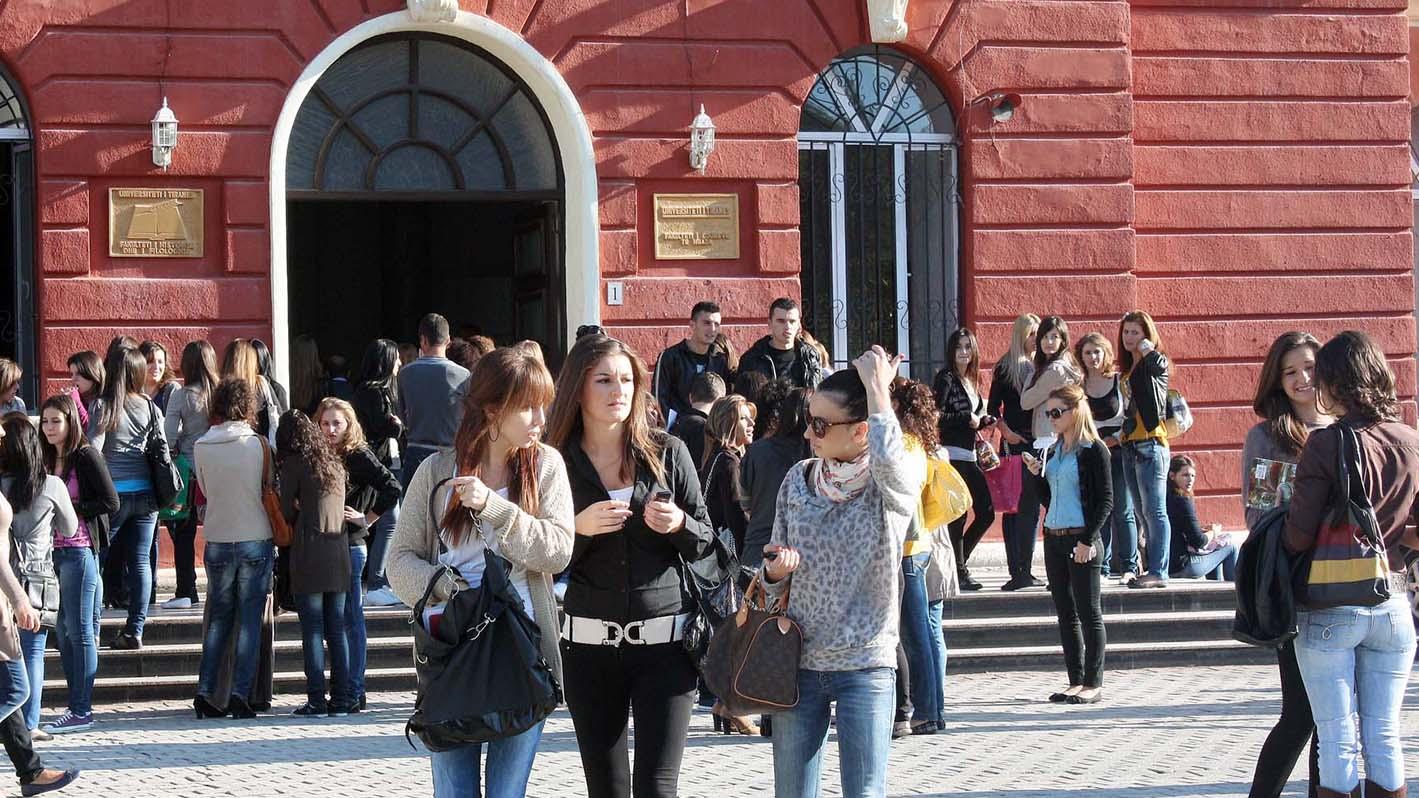 Infektohet një studente në Universitetin e Politeknikut, Rektori: Provimet do të zhvillohen online