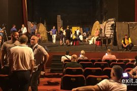 Protesta për mbrojtjen e Teatrit Kombëtar në foto