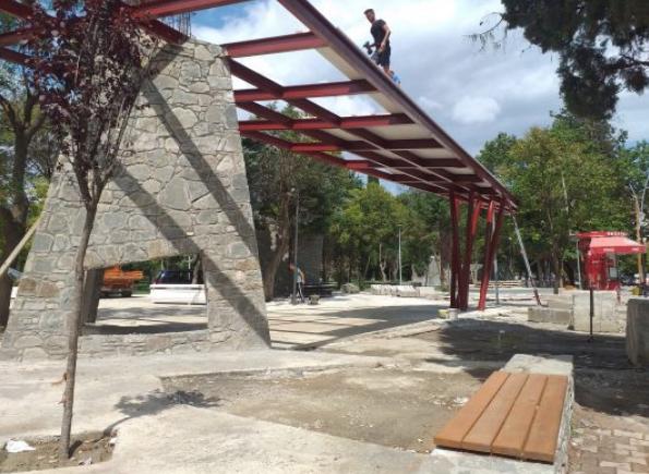 Rikualifikimi urban betonizoi parkun Rinia të Elbasanit
