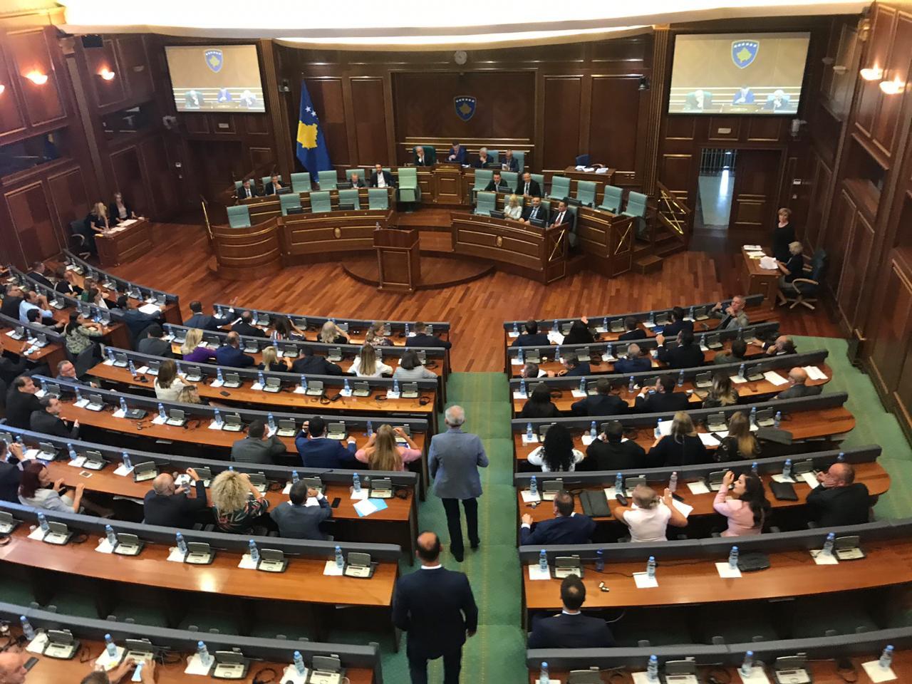 Shpërndahet parlamenti në Kosovë
