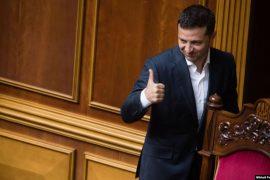 Parlamenti i Ukrainës heq imunitetin e deputetëve
