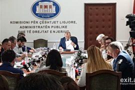 Komisioni i Ligjeve kalon në parlament paketën anti-shpifje