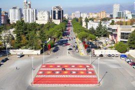 The New York Times: Vizitoni Tiranën, kryeqytetin ku përplasen epoka të ndryshme