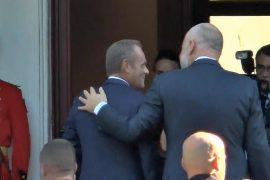 Donald Tusk pro hapjes së negociatave me Shqipërinë