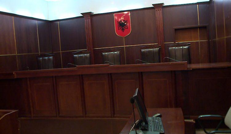 Gjyqtarët padi kundër qeverisë, kërkojnë kthimin e pasaportave të shërbimit