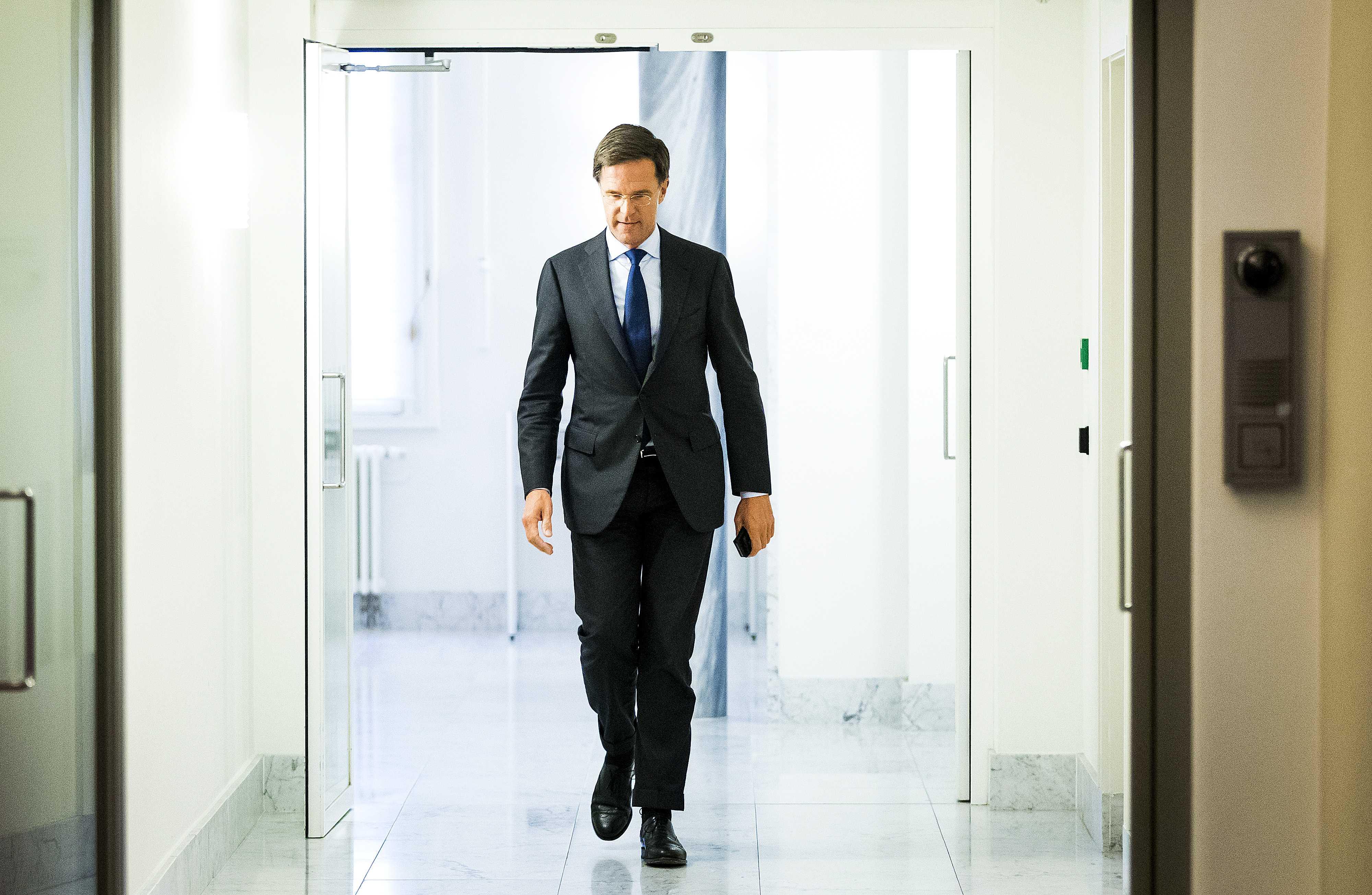 Holandë, koalicioni qeverisës rrezikon të humbasë shumicën në parlament