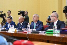 Meta i dorëzon Komisionit Hetimor dokumentet sekrete për djegien e Kuvendit