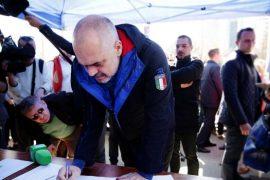 Peticionet si propagandë: qeveria i ben peticione vetes, ua mohon qytetarëve