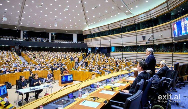 PE përfshin 15 kushtet e BE-së për Shqipërinë në rezolutën për hapjen e negociatave
