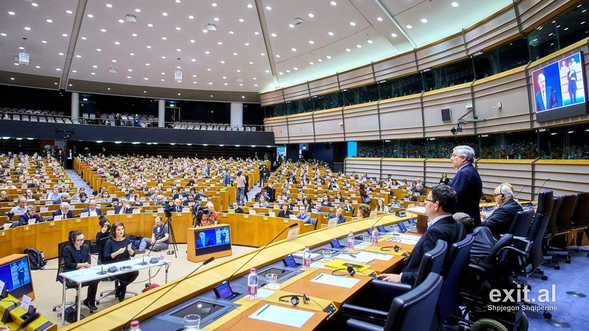Kryeministrat e BE-së zyrtarizojnë hapjen e negociatave me Shqipërinë, Maqedoninë