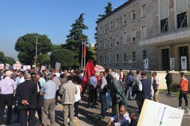 Personat me aftësi të kufizuara protestojnë kundër arrogancës së qeverisë