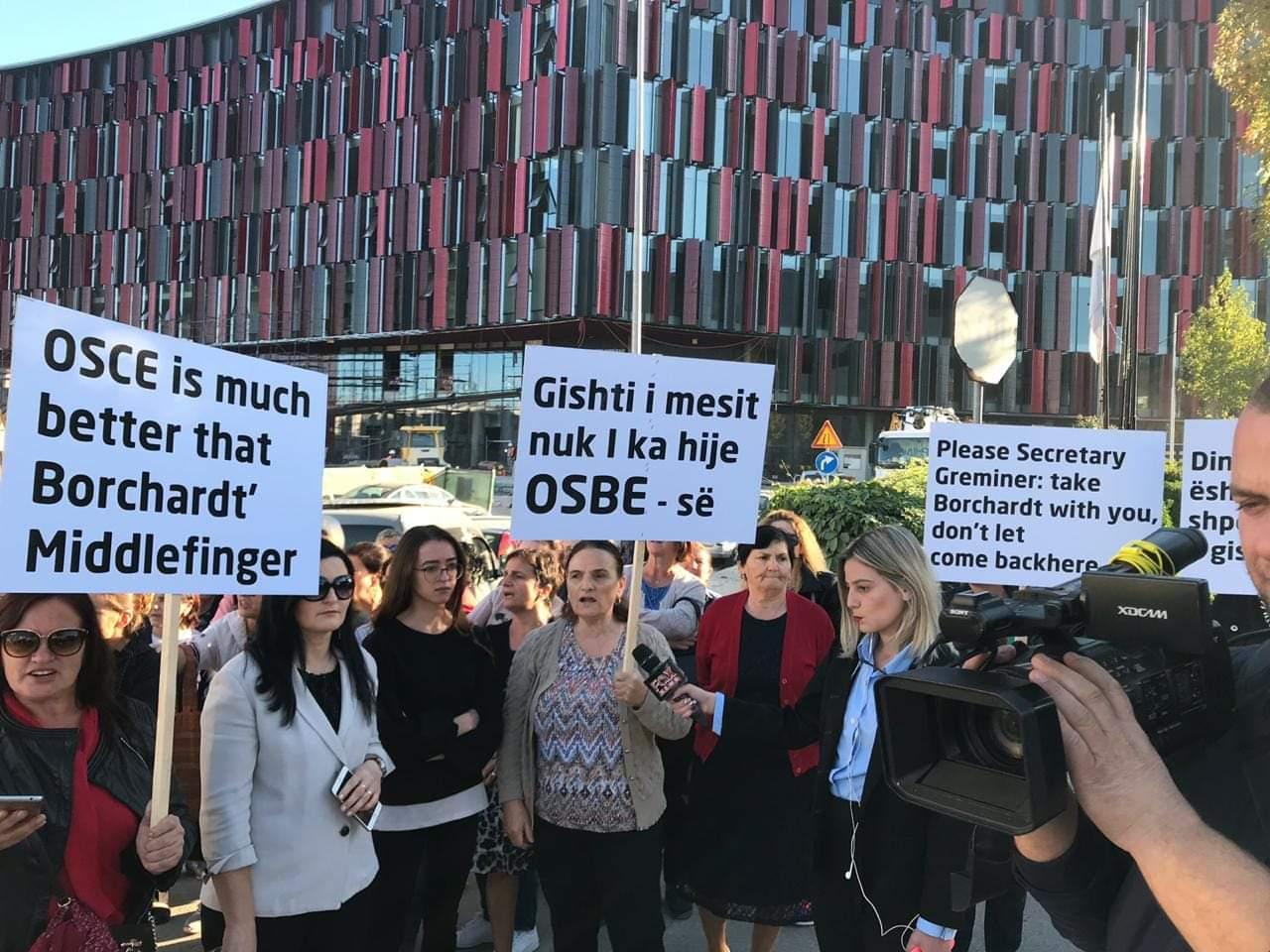 Banoret e Unazës së Re protestë kundër ambasadorit Bernd Borchardt