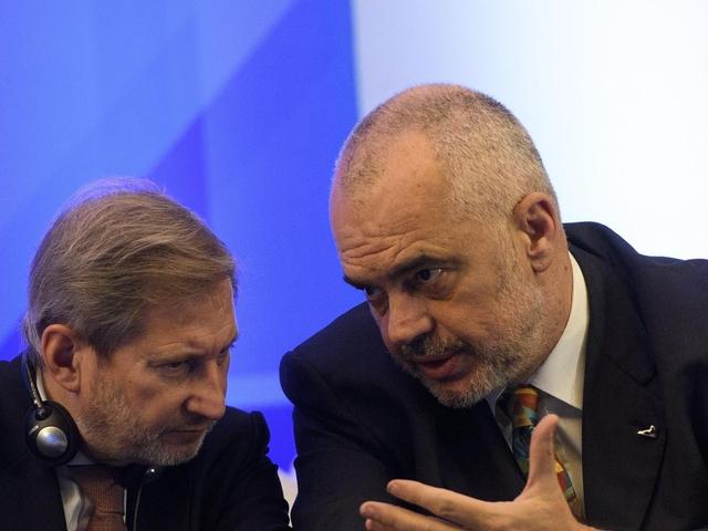 Johannes Hahn i hedh një komerdare shpëtimi qeverisë