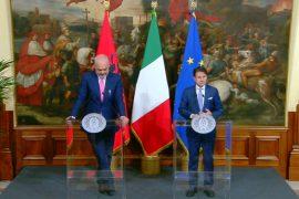Kryeministri Conte: Partitë të zgjidhin krizën, Italia mbështet hapjen e negociatave