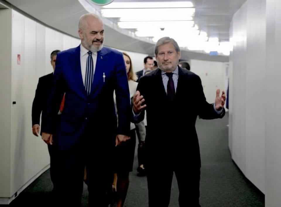 Hahn dhe Rama: Shqipëria i përmbushi kushtet por BE ka probleme të brendshme