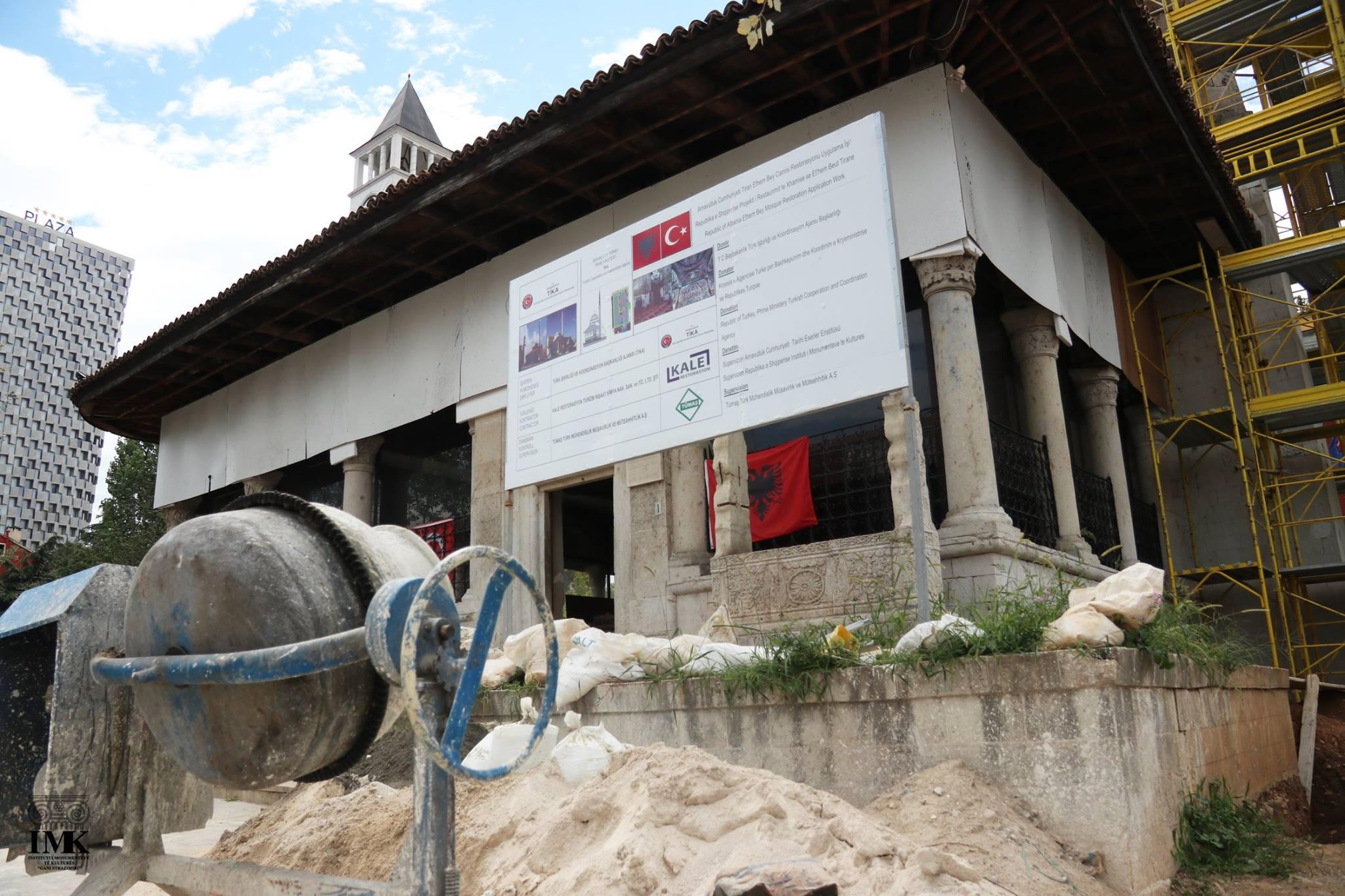 Paqartësi në restaurimin e xhamisë së Et'hem Beut