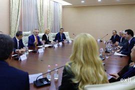 Përfundon pa deklarata takimi mes Presidentit dhe opozitës