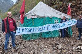 8 ditë ngujim në çadër kundër ndërtimit të hidrocentraleve në Zall-Gjoçaj