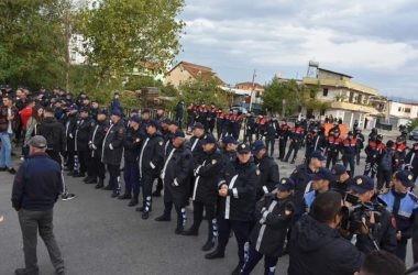 Nis shembja e ndërtesave tek Astiri, qindra policë rrethojnë zonën