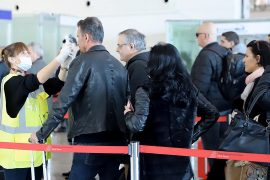 Qeveria gënjen: në Rinas nuk bëhen kontrolle të rregullta për koronavirusin