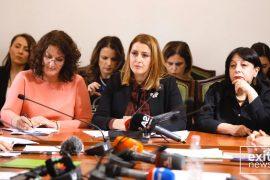 Opozita kritikon qeverinë për masat kundër gripit dhe koronavirusit